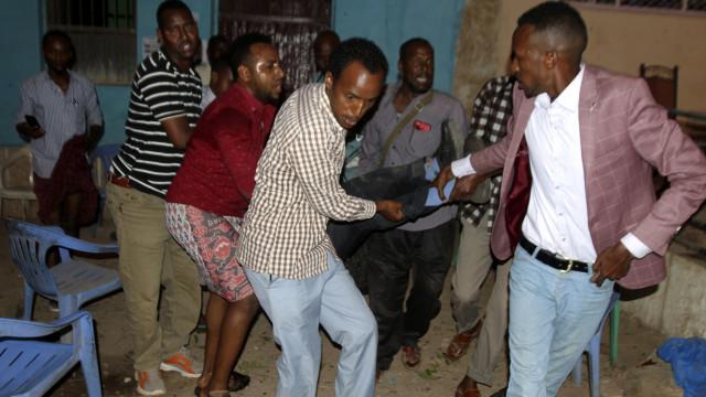 Pelo menos sete mortos em dois atentados suicidas na Somália