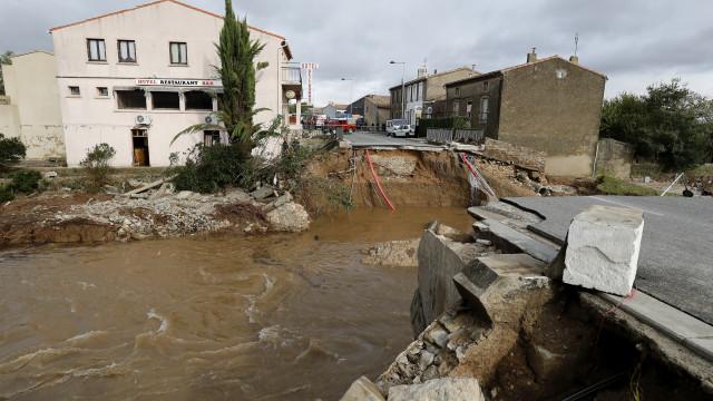 Mortos nas inundações no sudoeste de França são 10 e não 13