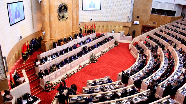 Orçamento angolano com 'luz verde' da comissão de finanças do parlamento