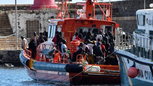 Autoridades espanholas resgataram mais de 200 pessoas mar de Alborão