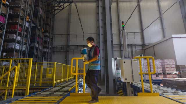 Economia chinesa continua a abrandar face a disputas comerciais com EUA