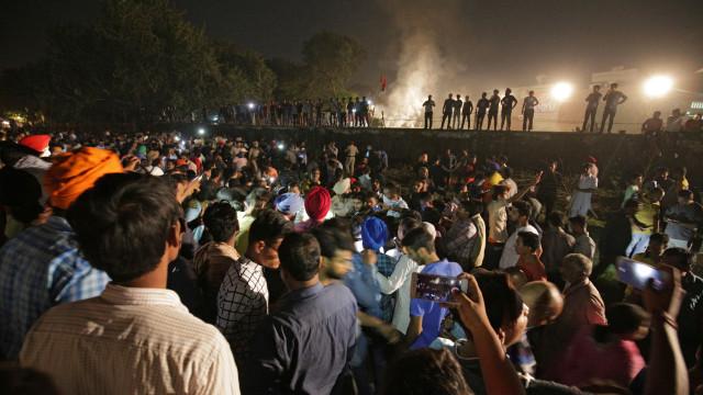 Pelo menos 60 mortos em atropelamento ferroviário na Índia