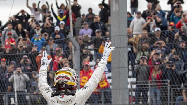 Hamilton conquista 'pole' no GP dos EUA que pode dar título na F1