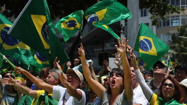 Dezenas de milhares de pessoas nas ruas para apoiar Bolsonaro