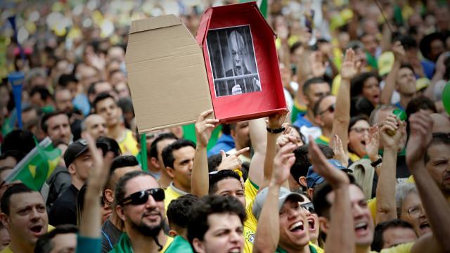 """Bolsonaro promete """"limpar"""" o Brasil dos """"marginais vermelhos"""""""