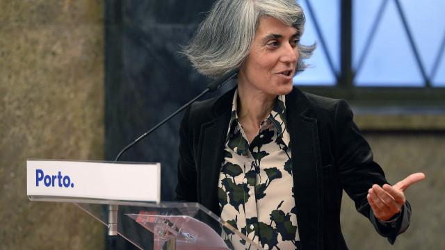 """Ministra defende projeto da """"biblioteca móvel adaptada ao século XXI"""""""