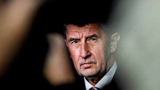Primeiro-ministro checo com moção de censura após revelações do filho
