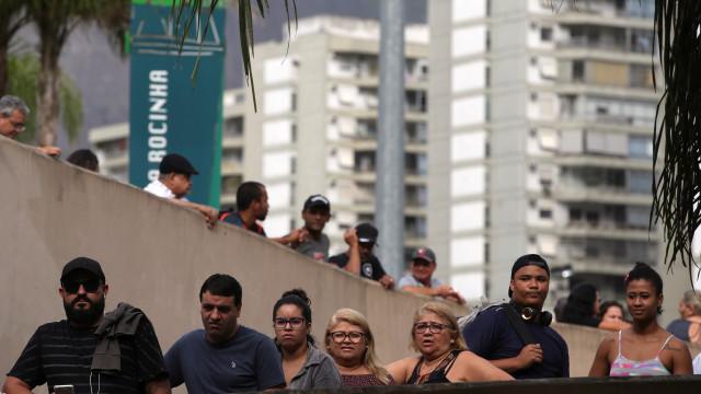Taxa de desemprego no Brasil cai para 11,7% com contratações