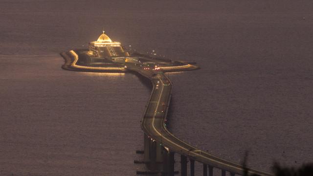 """Ponte """"psicológica"""" une Macau e Hong Kong à China comunista"""