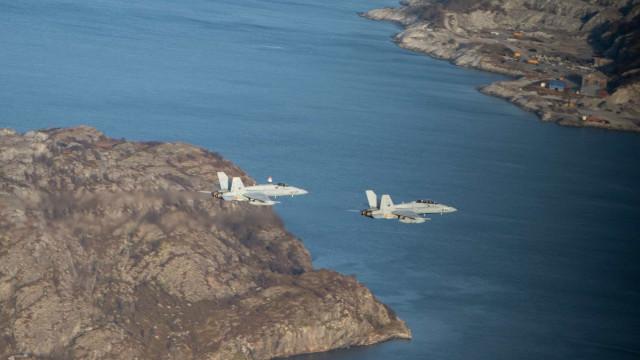 Aviões russos afastam 'caça' da NATO de aparelho com ministro da Defesa
