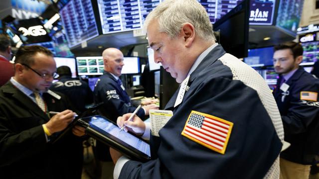 Wall Street fecha em alta graças a petróleo e tecnologia