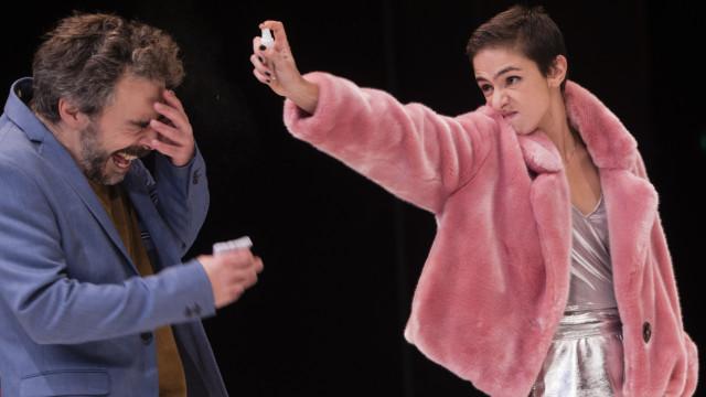 Peça 'Bella Figura' expõe em palco uma sociedade ensimesmada no seu drama