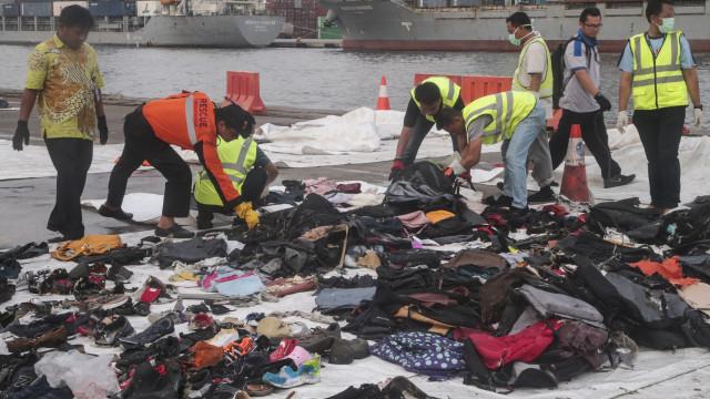 Avião indonésio caiu devido a falha no sistema automático de segurança