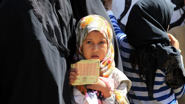 """Iémen é """"um inferno na terra"""" para as crianças"""
