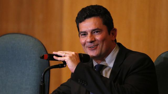 Moro deixa oficialmente cargo para se tornar ministro de Bolsonaro