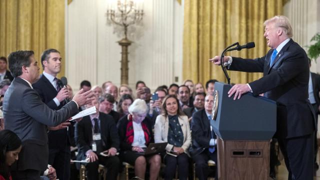 Casa Branca suspende acreditação de jornalista após confronto com Trump