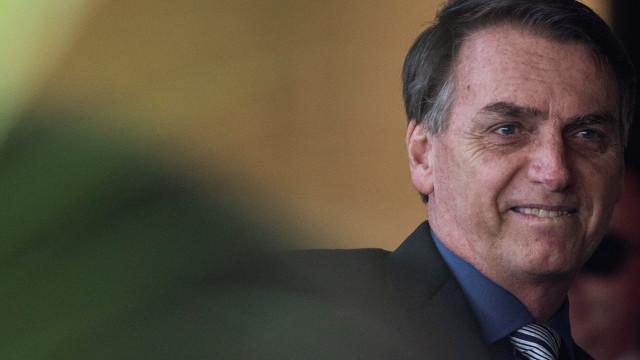 Detetados indícios de irregularidades nas contas da campanha de Bolsonaro