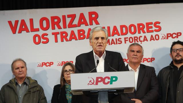 """Jerónimo acusa PS de """"encostar à direita"""" nos direitos dos trabalhadores"""