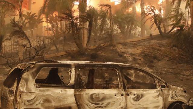 Novo balanço aponta para pelo menos nove mortos em fogo na Califórnia