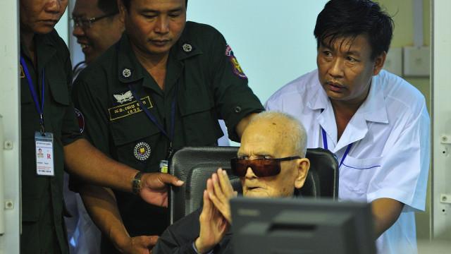 Dois altos dirigentes khmers vermelhos condenados a prisão perpétua