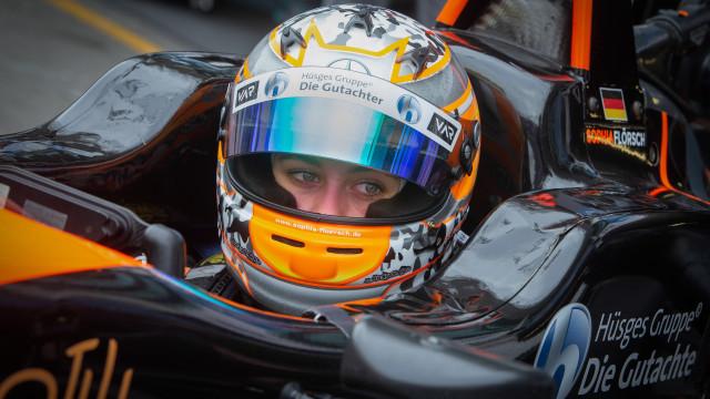 Piloto que 'voou' no GP Macau operada com sucesso à coluna vertebral