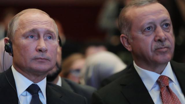 Erdogan e Putin debatem hoje em Moscovo situação na Síria pós-retirada