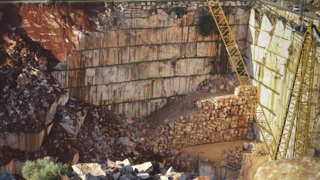 """Industriais do mármore dizem que """"tragédia"""" poderia ter """"sido evitada"""""""