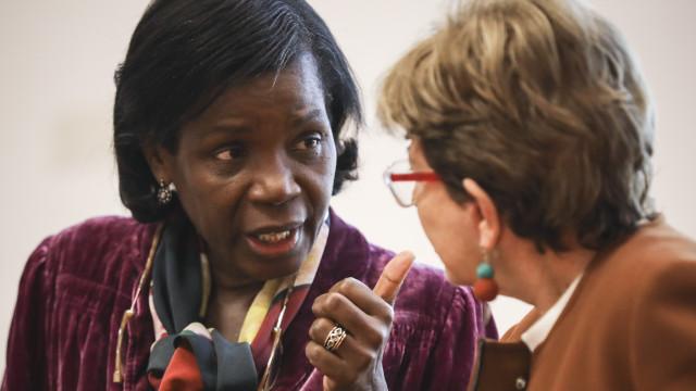 Ministra diz que greve de juízes retira credibilidade às instituições