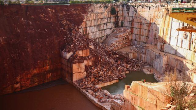 Borba: Instaladas mangueiras para drenar água de pedreiras