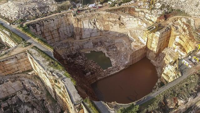 Proteção Civil confirma que procura duas viaturas em pedreira de Borba