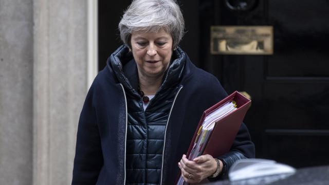 Theresa May rejeita excluir Gibraltar das negociações com União Europeia
