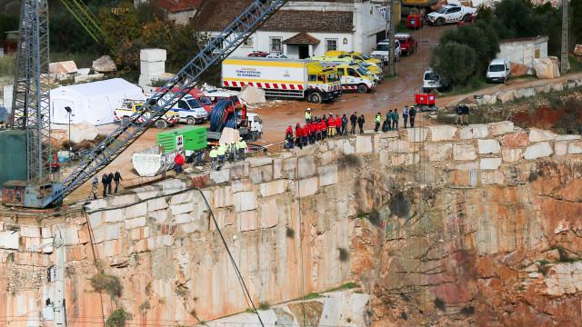 Proteção Civil prepara-se para tirar segundo carro da pedreira de Borba