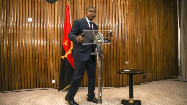 """Baixa do preço do petróleo """"não deve desanimar"""" em Angola"""