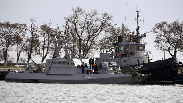 Bruxelas pede libertação de navios e tripulação retidos pela Rússia