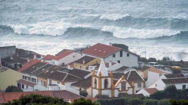 Proteção Civil e autoridade marítima alertam para agravamento do tempo