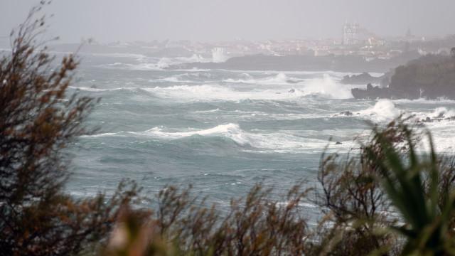 Depressão Júlia começa hoje a influenciar o tempo nos 2 grupos dos Açores