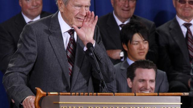 """Portugal """"evoca exemplar sentido de serviço público"""" de George H.W. Bush"""