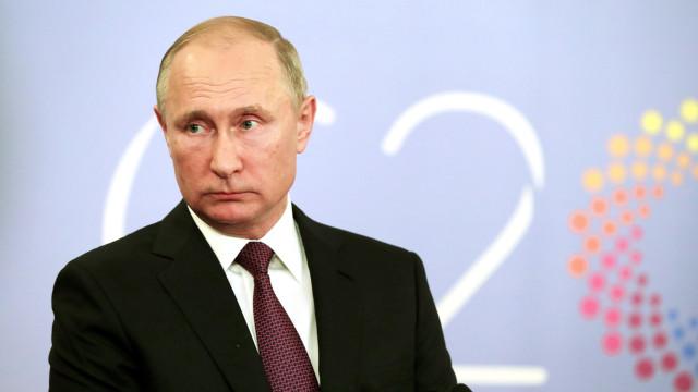 """Putin considera """"mesmo necessária"""" reunião com Trump após cancelamento"""