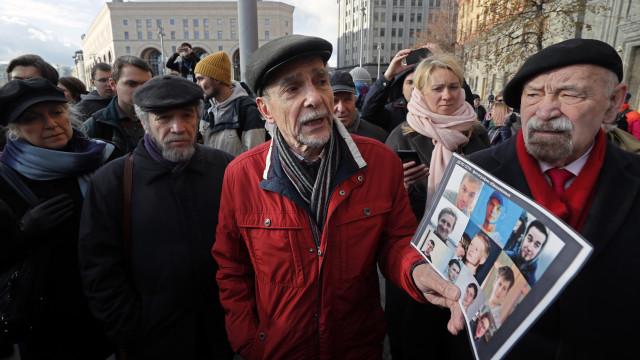 Ativista de 77 anos condenado a 25 dias de prisão por apelar a protestos