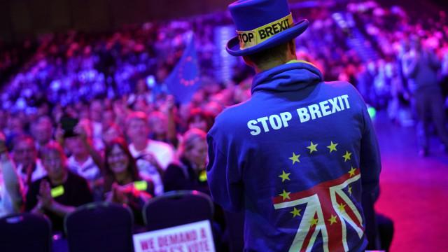 Eurocéticos e trabalhistas manifestam-se separadamente em Londres