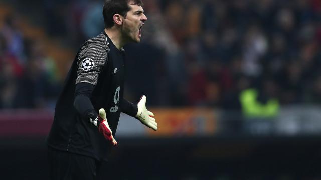 """Espanhóis vão a Chaves para ver """"lenda viva"""" Casillas"""