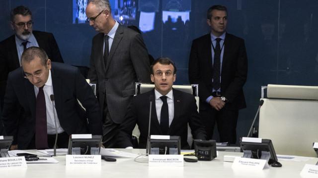 """França """"precisa de retomar funcionamento normal"""""""