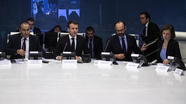 Edouard Philippe admite erros na gestão da crise dos 'coletes amarelos'
