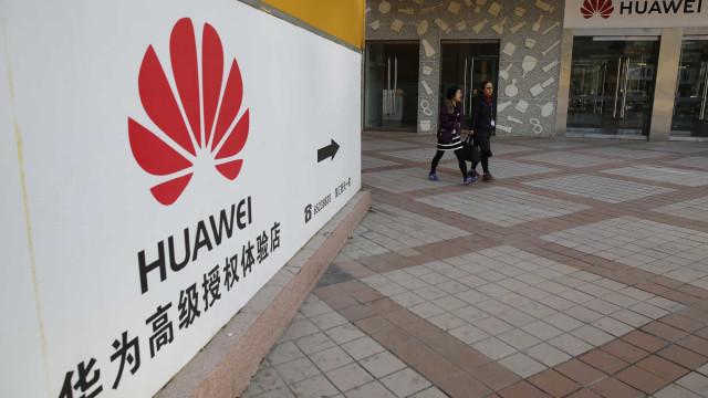 Huawei castigou funcionários que usaram iPhone em publicação no Twitter
