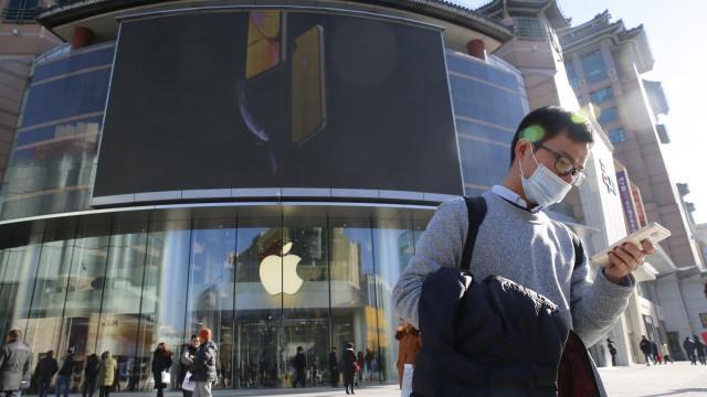 Apple revê em baixa expectativas de receita para primeiro trimestre