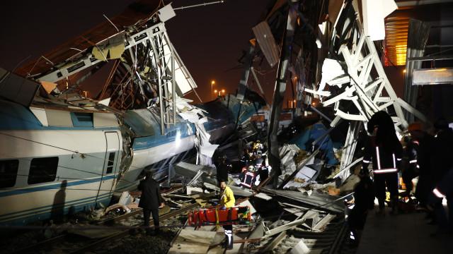 Pelo menos quatro mortos e 43 feridos em acidente de comboio na Turquia