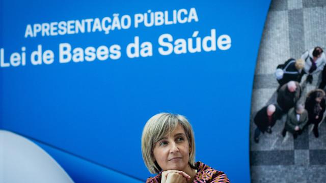 """Dedicação exclusiva no SNS """"deve ser voluntária"""", declara ministra"""