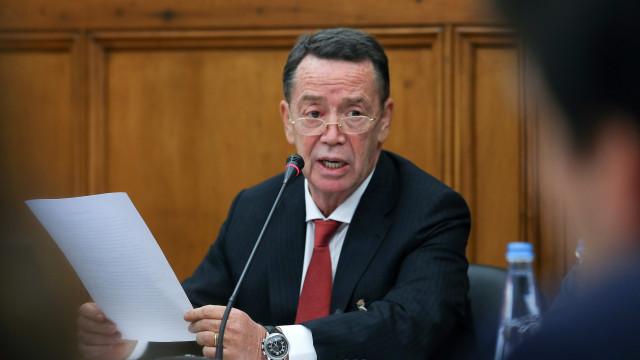 """Manuel Pinho diz que só não se demitiu para """"resistir aos 'lobbys'"""""""