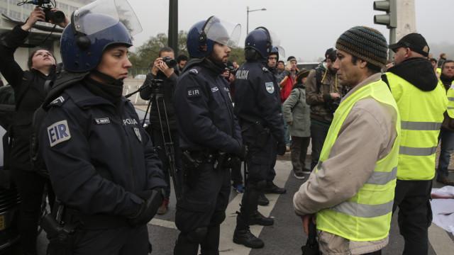 Protesto no Marquês de Pombal com tensão entre polícia e coletes amarelos
