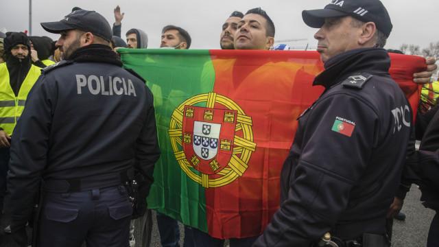 Fraca adesão e três detenções marcam protesto dos coletes amarelos